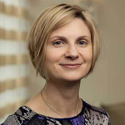 Headshot image of Amy Powell.